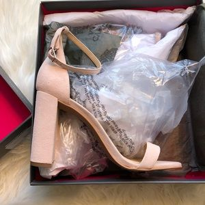 bea531c8e29 Vince Camuto Shoes - NEW Vince Camuto Mairana Ankle Strap Sandal